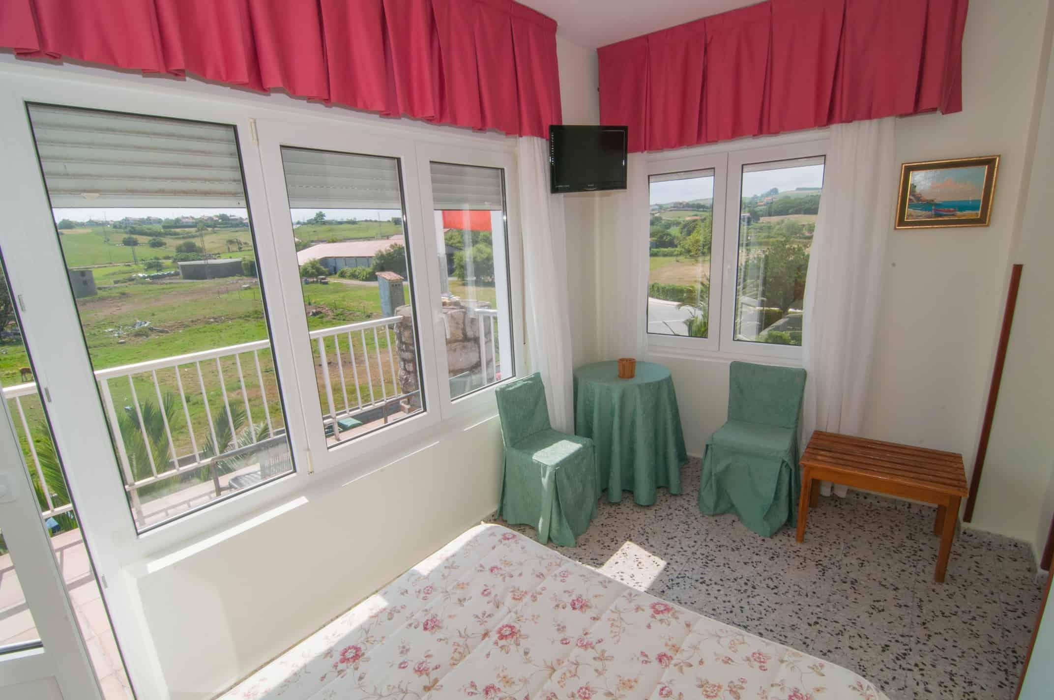 Matrimonio con balc n hotel costa de ajo for Mobiliario balcon